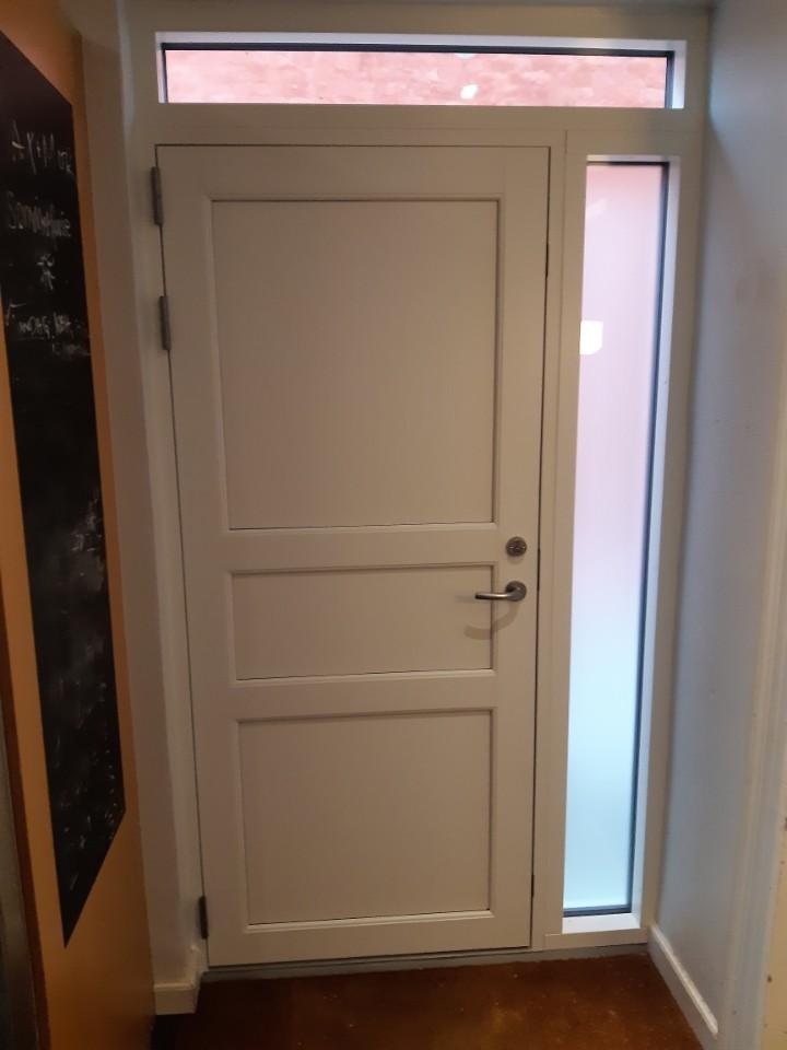 Nyt dørparti Holbæk. Kpk træ/alu